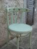 stari drveni stolac u novom ruhu